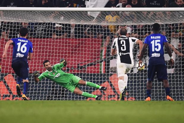 Torwart-Legende Gigi Buffon war beim 2:1-Treffer durch einen Elfmeter von Immobile machtlos.