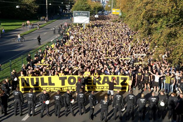 Die Dortmunder Anhänger protestierten mit einem Fanmarsch gegen Leipzig.