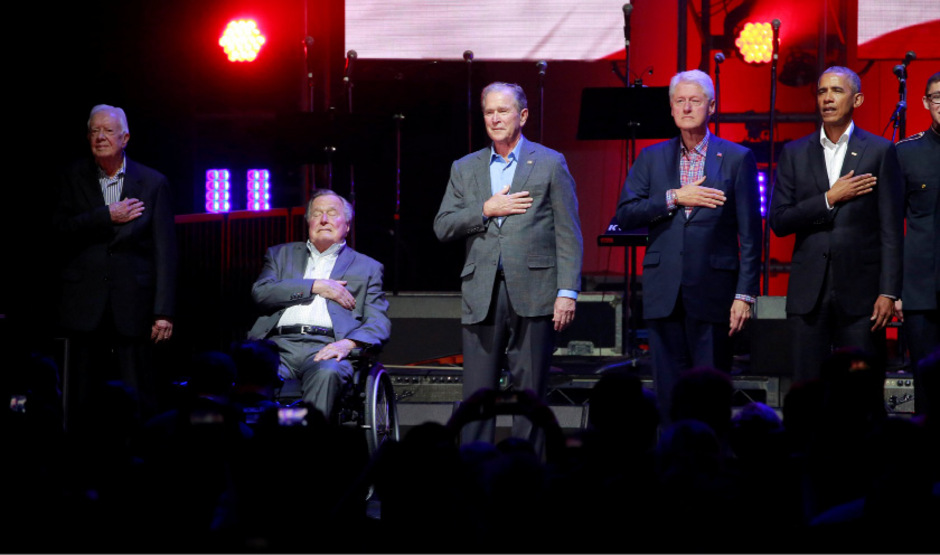 Jimmy Carter, George H.W. Bush, Bill Clinton, George W. Bush und Barack Obama nahmen an dem Benefiz-Konzert teil.