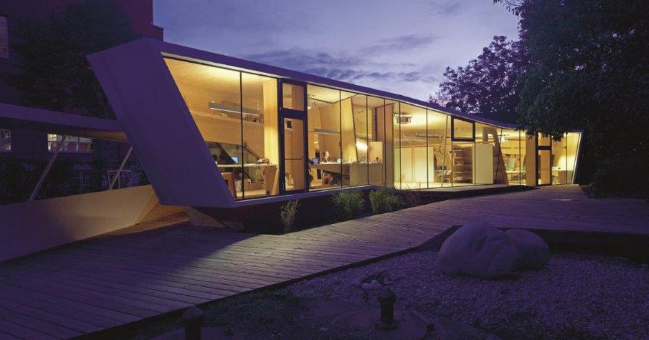 """Das von Studierenden des """"./studio 3 – Institut für experimentelle Architektur"""" gebaute """"bilding"""" im Innsbrucker Rapoldipark wurde im Oktober 2015 offiziell eröffnet.<span class=""""TT11_Fotohinweis"""">Foto: Günter R. Wett</span>"""