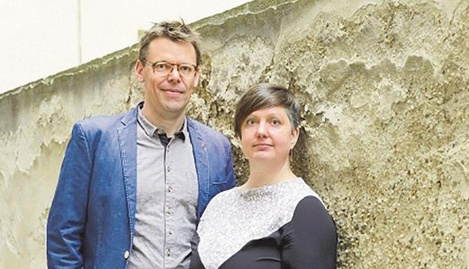 """""""Papa und Mama Slam"""": Markus Köhle und Mieze Medusa legen mit """"Slam, Oida!"""" eine Leistungschau der heimischen Szene vor."""