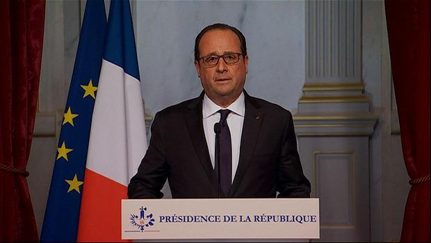 Ex-Präsident Francois Hollande hat in einer Fernsehansprache nach den Attentaten den Ausnahmezustand verkündet.