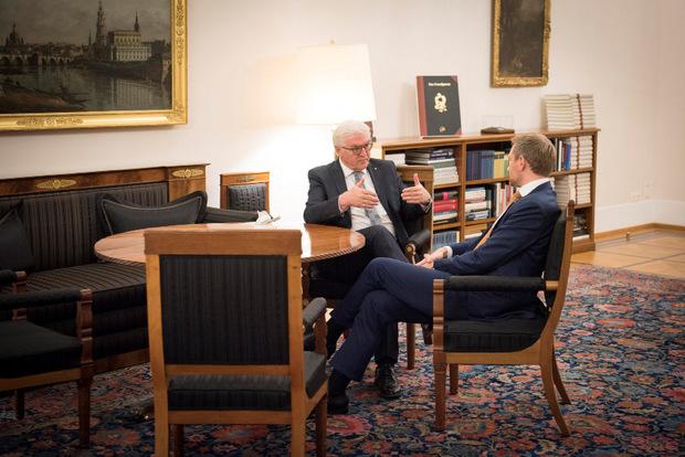 Frank-Walter Steinmeier sprach am Dienstag auch mit FDP-Chef Christian Lindner, der die Jamaika-Gespräche in der Nacht auf Montag platzen ließ.