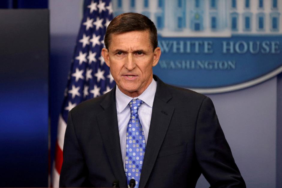 Nur einen Monat lang war Michael Flynn als nationaler Sicherheitsberater des Präsidenten tätig. Dann wurde er abgesetzt. Offiziell deshalb, weil er gegenüber Vizepräsident Mike Pence die Unwahrheit gesagt haben soll.