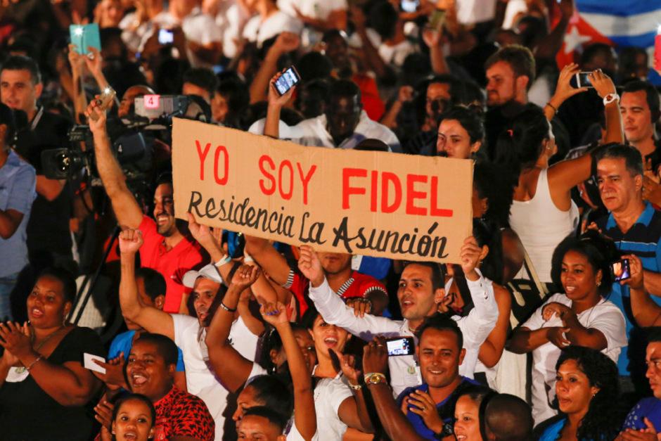 """""""Ich bin Fidel, ich bin Fidel"""", sankdierten die Teilnehmer bei der Gedenkfeier in Havanna."""