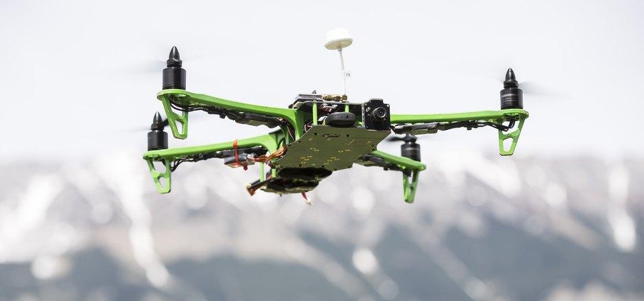 Drohnen können eine Gefahr für den Luftverkehr darstellen. Der ÖAMTC will mit einem Info-Angebot für das Thema sensibilisieren.