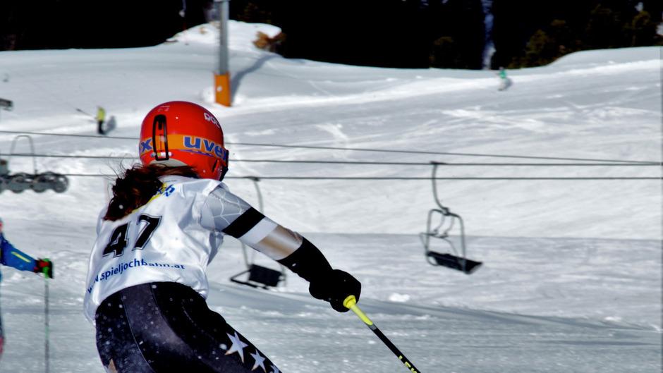 Seit Tagen erschüttern Vorwürfe über Missbrauch und Gewalt gegenüber jungen Skirennläufern die Öffentlichkeit.