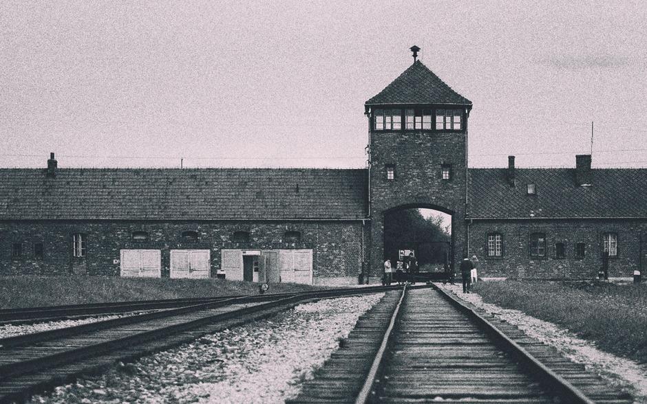 Blick auf die Mauern des Konzentrationslagers Auschwitz.