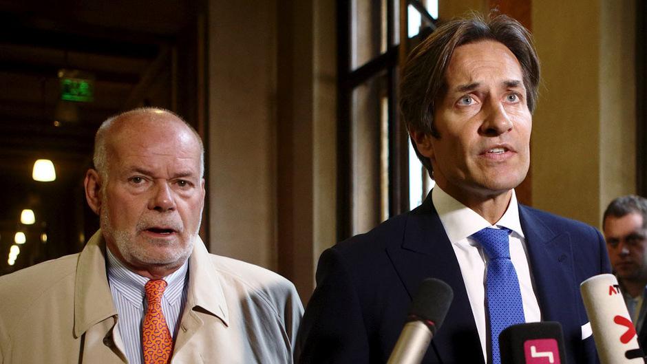 Der ehemalige Finanzminister Karl-Heinz Grasser mit Anwalt Manfred Ainedter.