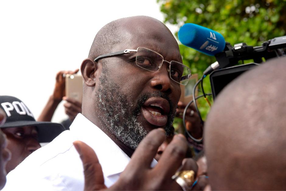 Der liberianische Staatschef George Weah kann seine Amtsräume fünf Tage lang nicht benutzen.