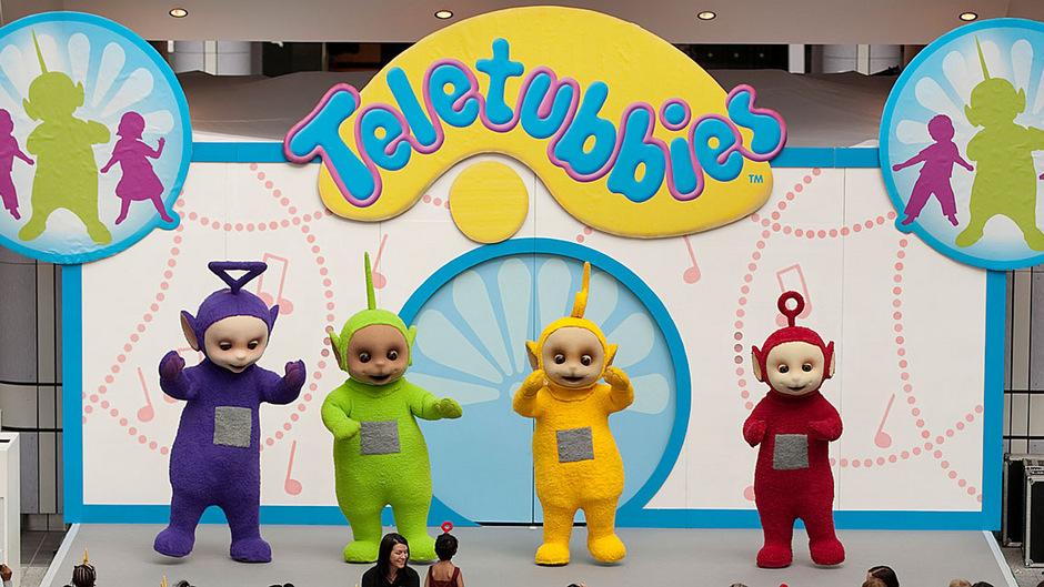 Tinky Winky (l.) ist Teil der vierköpfigen Teletubbie-Bande.