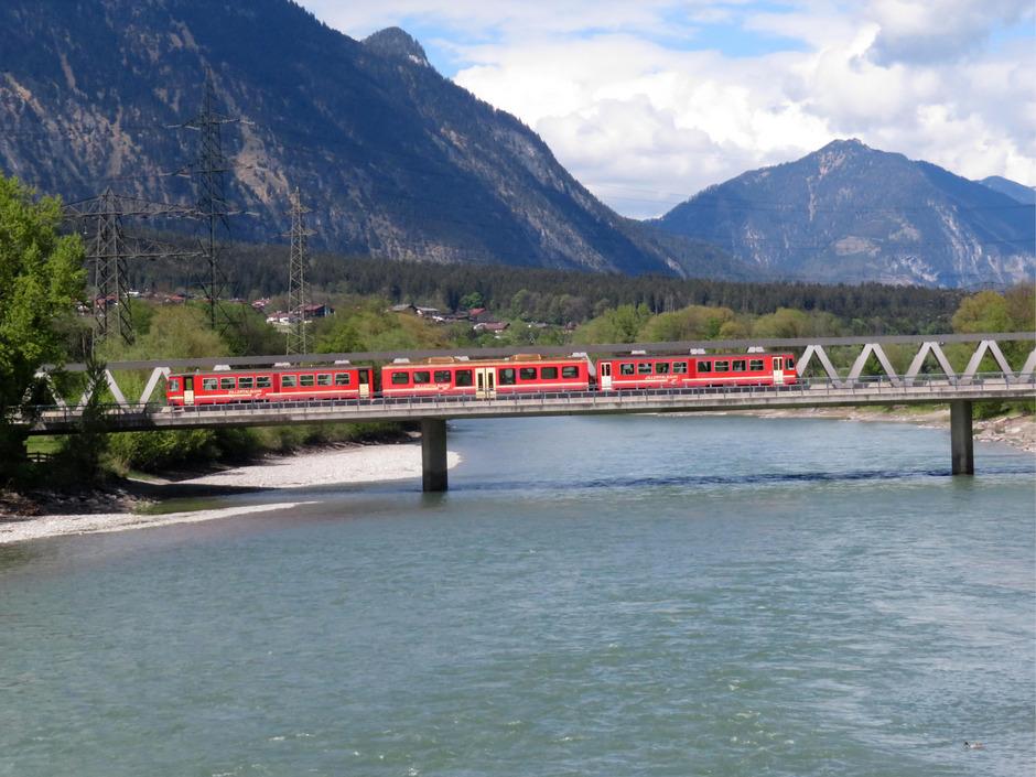 800.000 Liter Diesel - das sind fast 30 Lkw-Tankzüge - verbraucht die Zillertalbahn pro Jahr. Jetzt wird auf Wasserstoffbetrieb umgestellt.