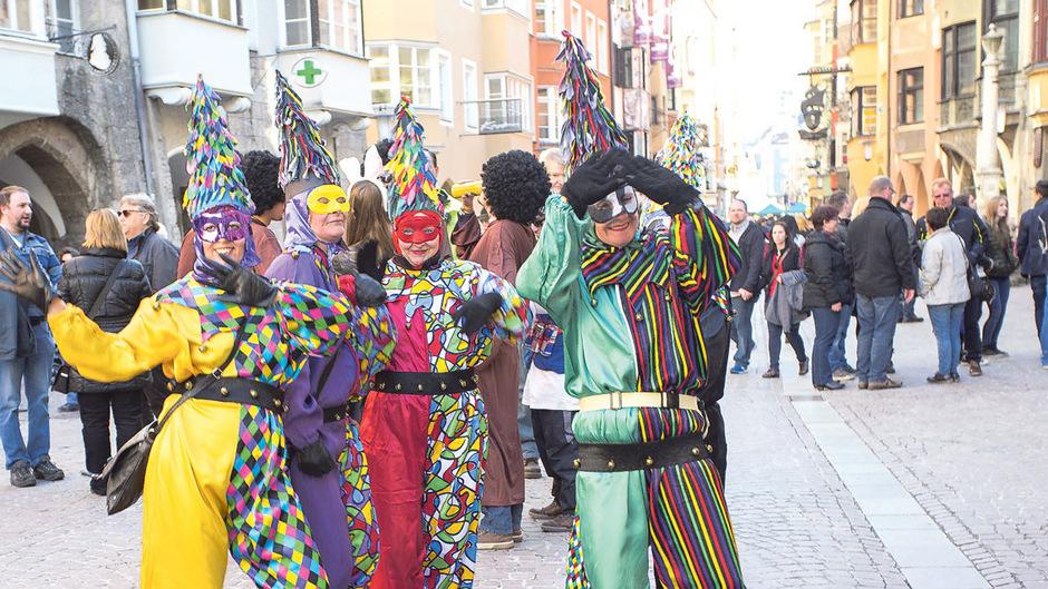 """Der Fasching lockt auch in Tirol wieder zigtausende """"Narren"""" zu Feierlichkeiten in den Ortschaften."""