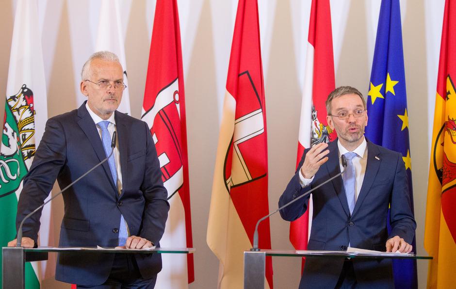 Justizminister Josef Moser (ÖVP) und Innenminister Herbert Kickl (FPÖ) beim Pressefoyer nach einer Sitzung des Ministerrates.