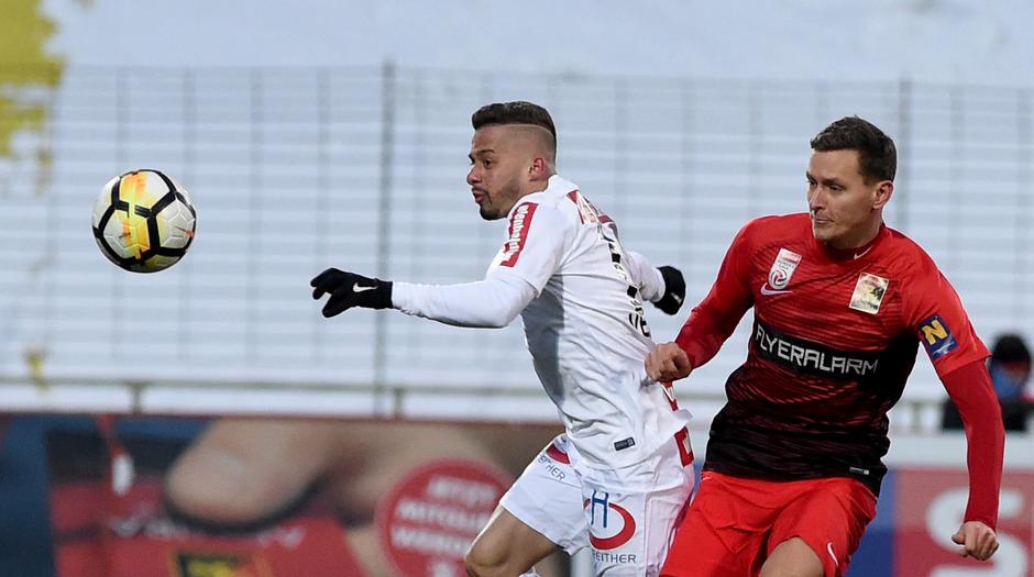 Lucas Henrique Ferreira Venuto (FK Austria Wien) und Stephan Zwierschitz (FC Flyeralarm Admira).