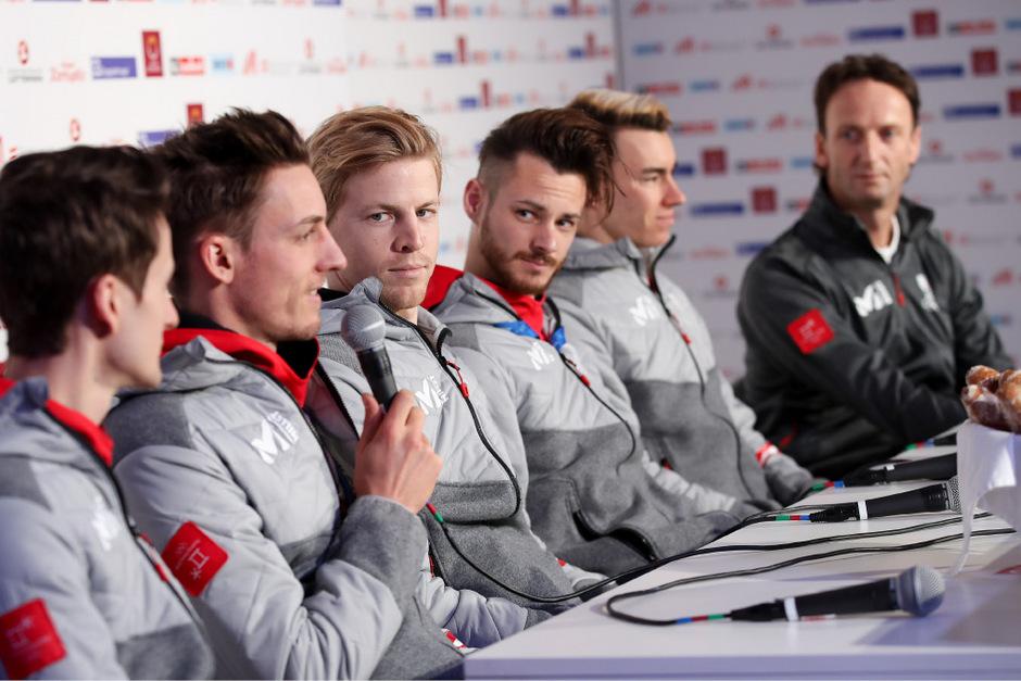 Im österreichischen Skisprung-Team herrscht dicke Luft.