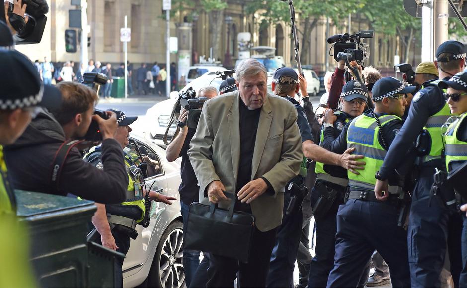 George Pell bei seiner Ankunft beim Gerichtsgebäude.