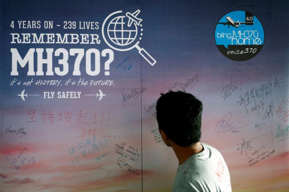 Eine Wand für Nachrichten in Kuala Lumpur anlässlich des vierten Jahrestages des Verschwindens von MH370.
