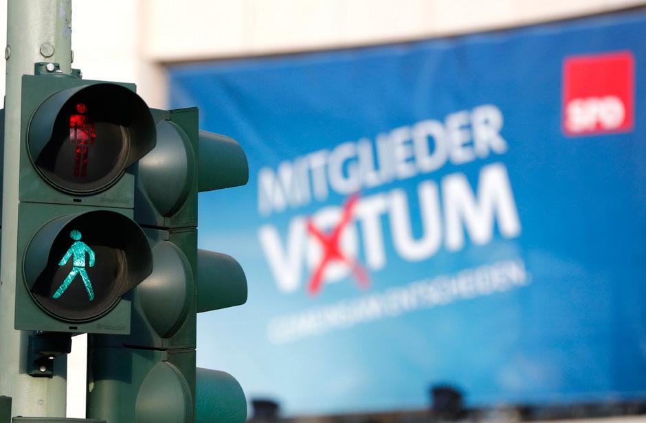 """Die SPD-Mitglieder stellten mit ihrem mehrheitlichen Entscheid die Ampel auf """"Grün""""."""