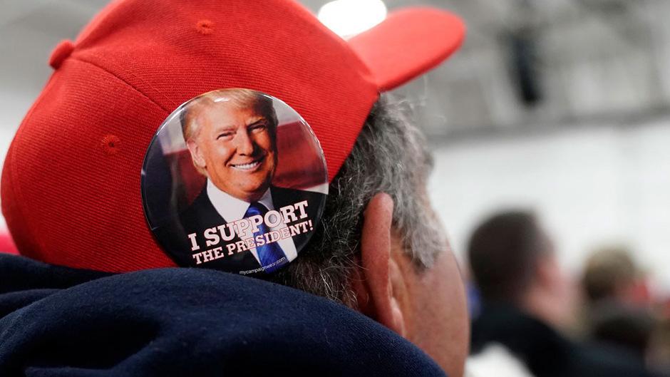 Auch die Anhängerschaft des Präsidenten schrumpft zusätzlich.