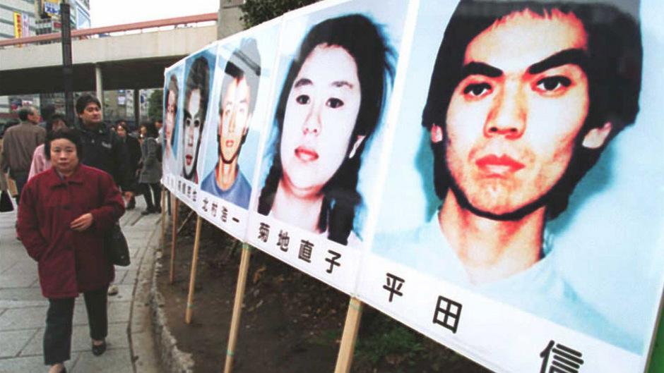 Poster der Sektenmitglieder in Tokio (Archivfoto, 1996).