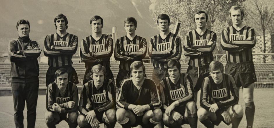Mit dieser Truppe ist Wacker Innsbruck 1970/71 mit einem Punkt Vorsprung vor Austria Salzburg zum ersten Mal österreichischer Meister geworden. Mit eine zentrale Figur in diesem Höhenflug der Innsbruck war der Wiener Franz Wolny (oben, 3.v.r.).