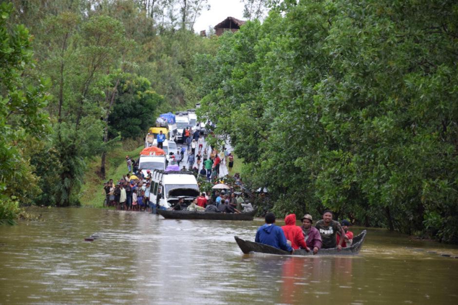 Der Zyklon riss Brücken nieder, es kam zu Erdrutschen und Überschwemmungen.