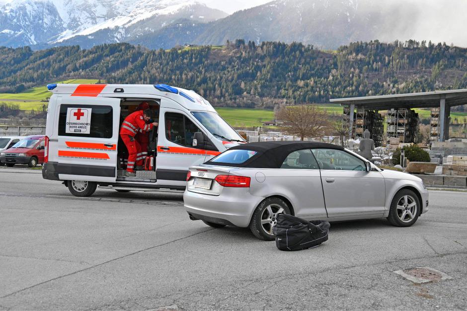 Ein Radfahrer (80) wurde bei einem Zusammenstoß mit einem Auto verletzt.