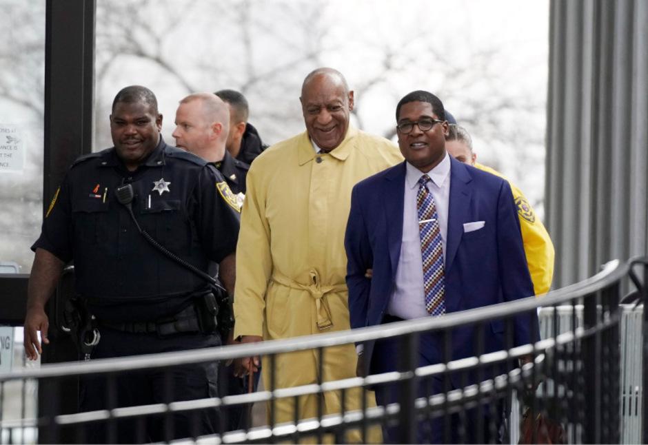 Cosby kam am Dienstag in Begleitung seines Anwalts zum Prozessauftakt.
