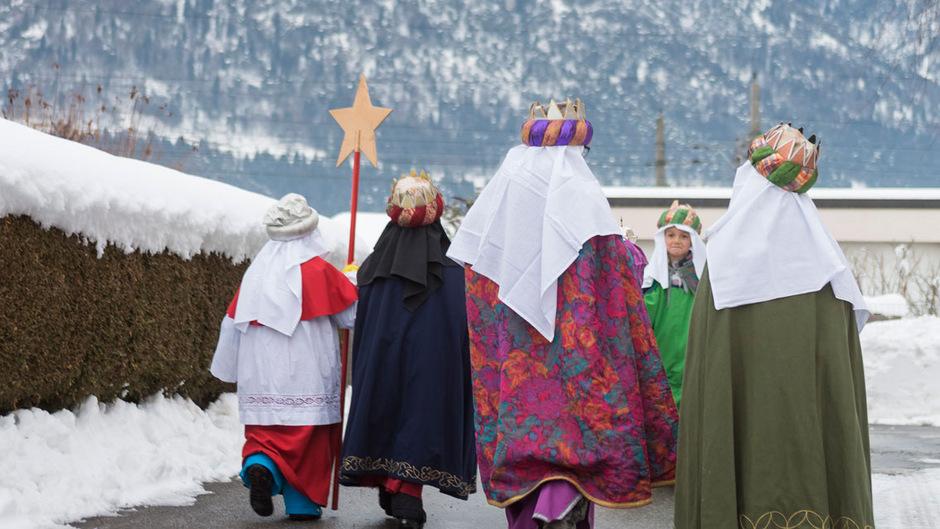 Tirolweit sind auch heuer wieder rund 10.000 Sternsinger für den guten Zweck unterwegs.