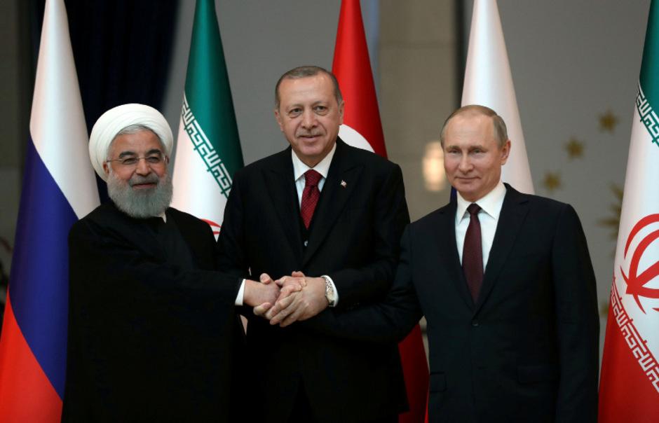 Hassan Rouhani, Recep Tayyip Erdogan und Wladimir Putin (v.l.) haben sich bei einem Dreiergipfel über Syrien beraten.