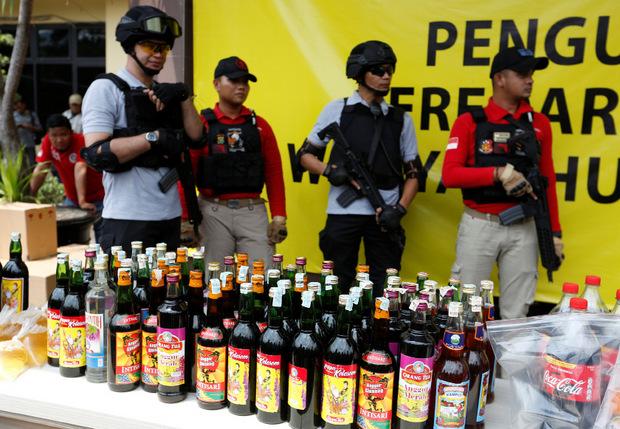 Bei der Pressekonferenz präsentierte die Polizei mehrere Beweismittel.