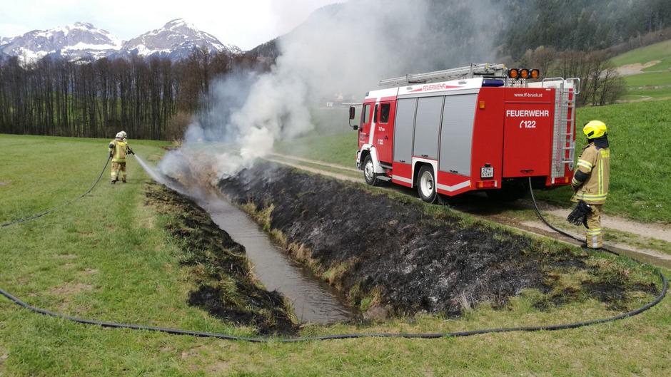 In Bruck am Ziller musste die Feuerwehr Anfang der Woche zu einem Böschungsbrand ausrücken.