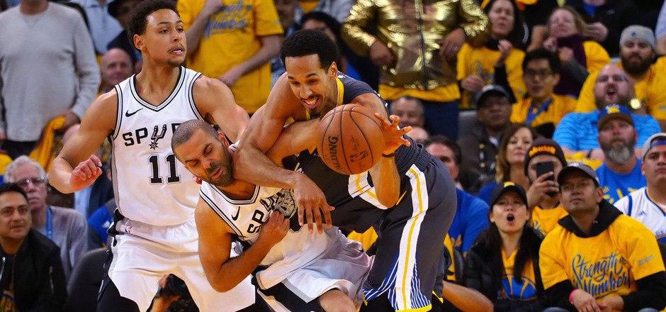 Kampf um jeden Ball:  Warriors-Guard Shaun Livingston (34) gegen Spurs-Guard Tony Parker (9).
