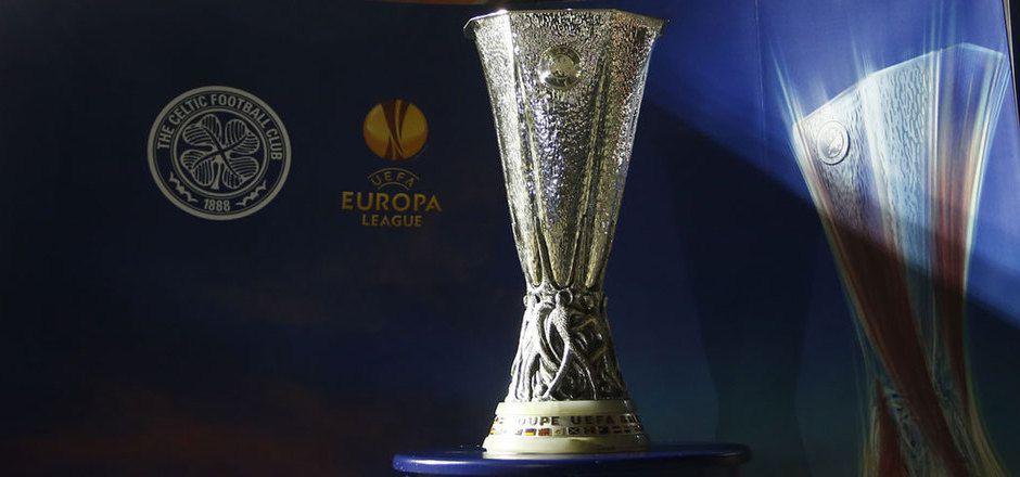 Die Europa-League-Trophäe wechselte vorübergehend ihren Besitzer.