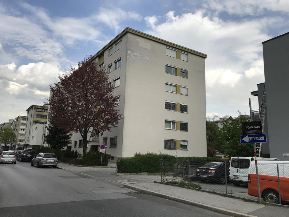 In einer Wohnung am Fürstenweg starb die Prostituierte in ihrer Badewanne. (Symbolfoto)