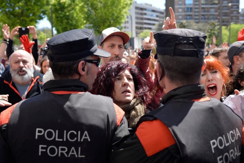 Wütende Demonstranten protestierten gegen das Urteil.