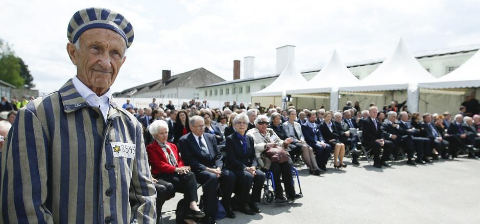 Überlebende und tausende Besucher nahmen an der internationalen Gedenkfeier teil.