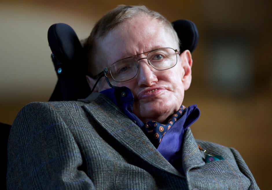 Ärzte hatten Hawking bereits vor etwa einem halben Jahrhundert vorausgesagt, dass er an der Muskelschwäche Amyotrophe Lateralsklerose (ALS) sterben werde.