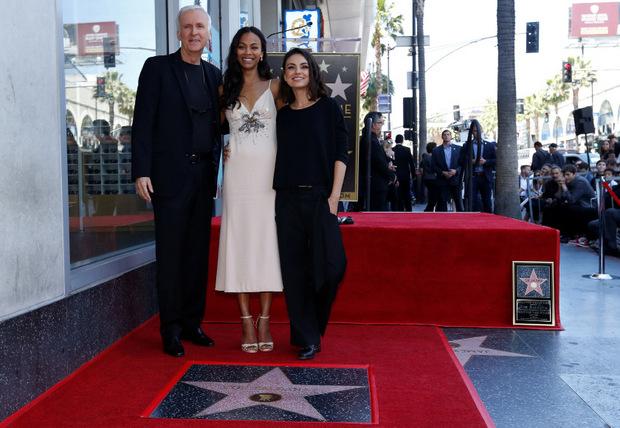 Mila Kunis und James Cameron feierten mit Zoe Saldana.