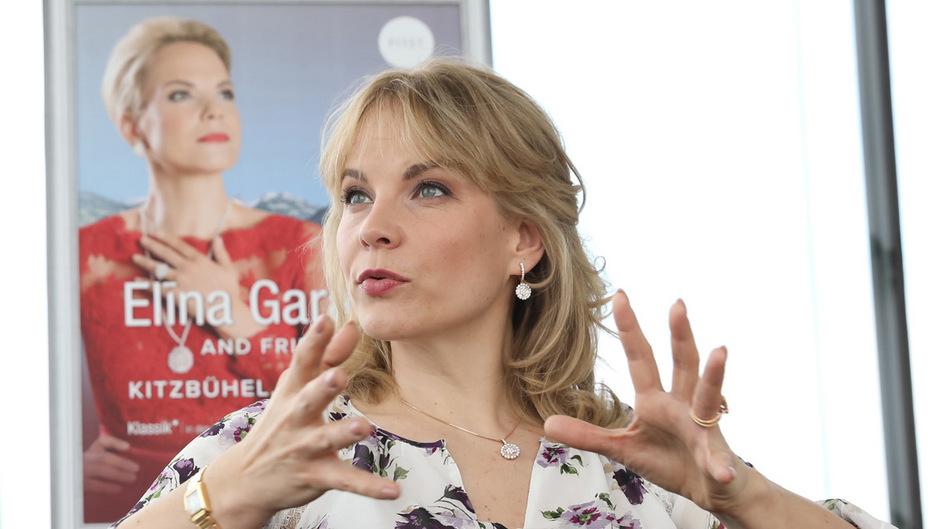 Häufig würden komplizierte Opern-Inszenierungen das Publikum auf Distanz halten, sagt Opernstar Elina Garanca im TT-Gespräch.
