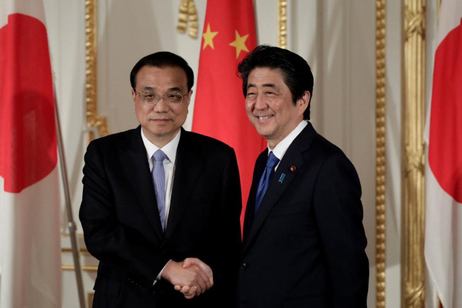 Der chinesische Premier Li Keqiang und sein japanischer Amtskollege Shinzo Abe.