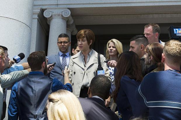 Während das Mobbing an der Liberty High weitergeht, startet Hannahs Mutter einen Prozess gegen die Schule.