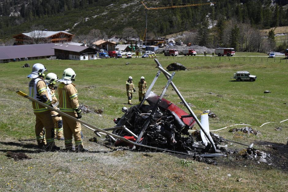 Der private Helikopter kollidierte mit dem Zugseil einer Materialseilbahn und stürzte ab.