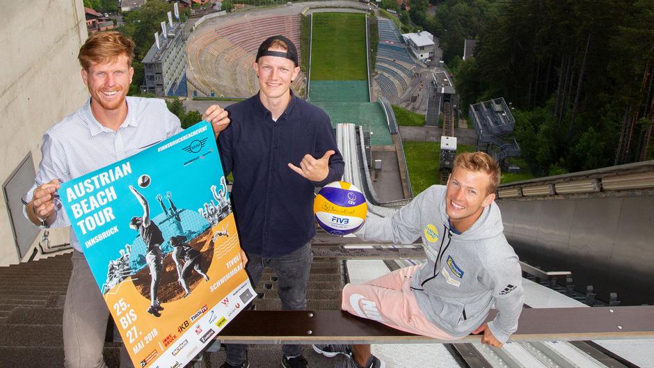 Wollen mit der Austrian Beach Tour am Bergisel landen (v.l.): die Organisatoren David Steinberger, Simon Varges und Florian Schnetzer vom ÖVV.