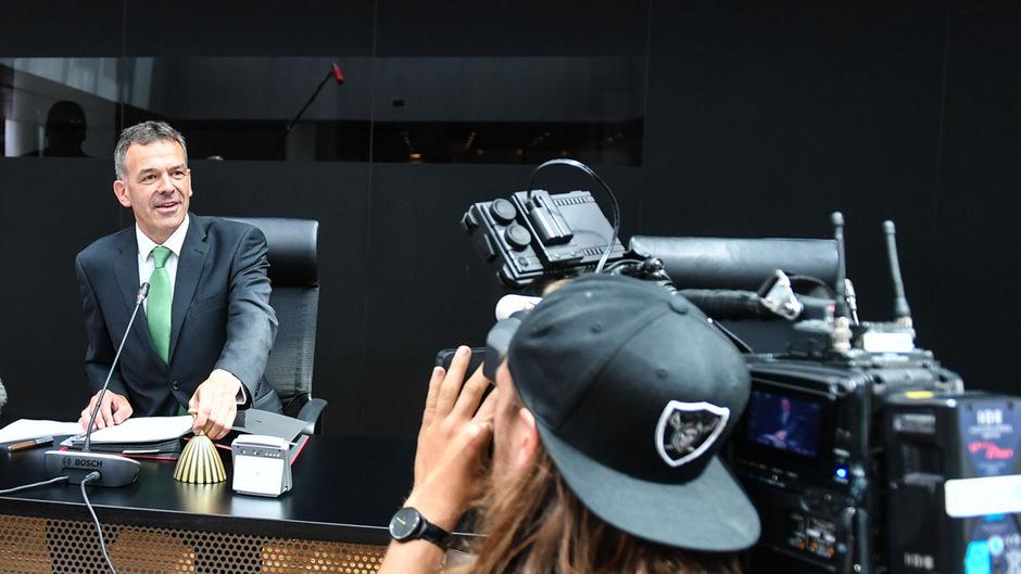 Georg Willi nahm am Donnerstag auf dem Bürgermeistersessel Platz.