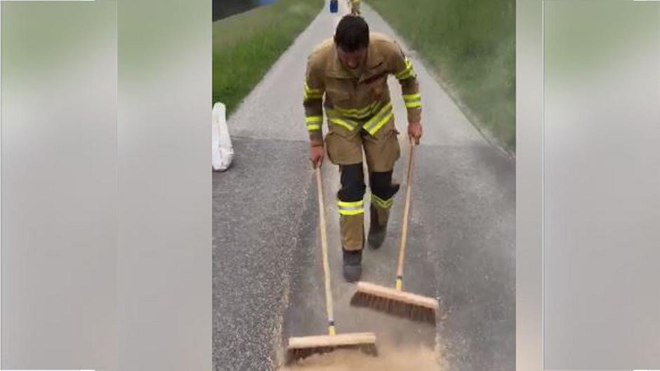 Das Video der Freiwilligen Feuerwehr Uderns über ihren Kehreinsatz wurde zum Hit auf Facebook.