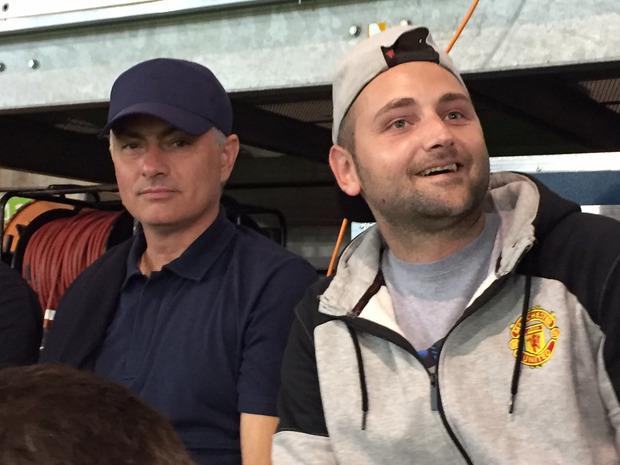 Startrainer Jose Mourinho sorgte bei den ManUtd-Fans im Tivoli für strahlende Gesichter.