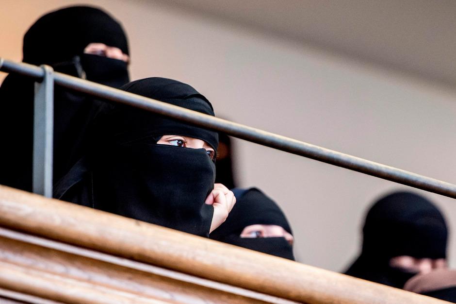 Frauen mit Niqab am Donnerstag im Parlament in Kopenhagen.