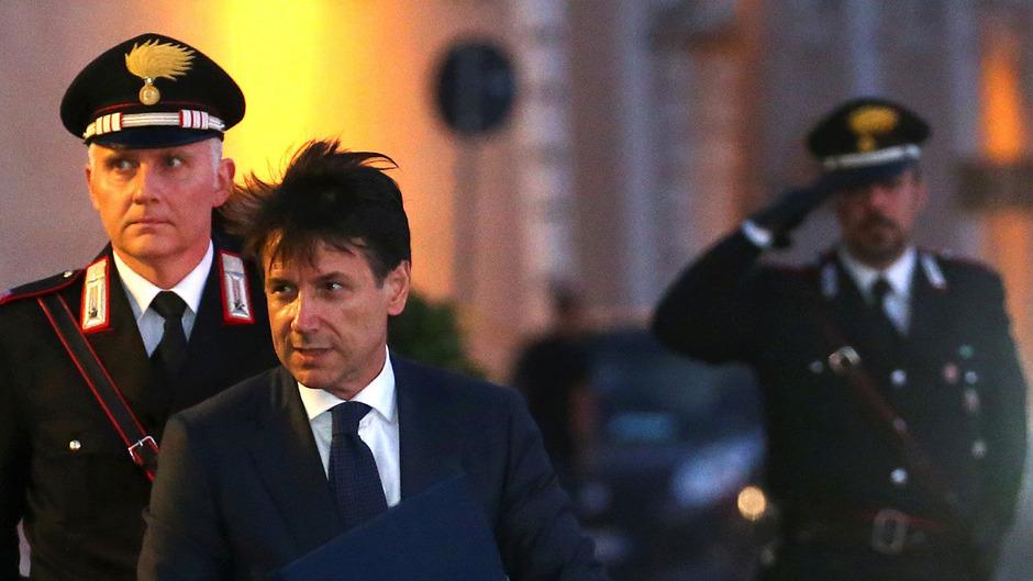 Giuseppe Conte am Donnerstagabend auf dem Weg zu Staatspräsident Sergio Mattarella.